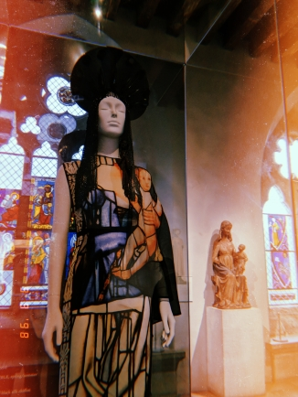 The Met Cloisters. Heavenly Bodies: Fashion and the Catholic Imagination